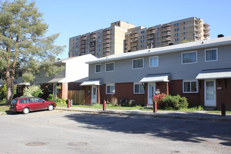 Heron Gate Ottawa Neighborhood townhouse complex rent rentals