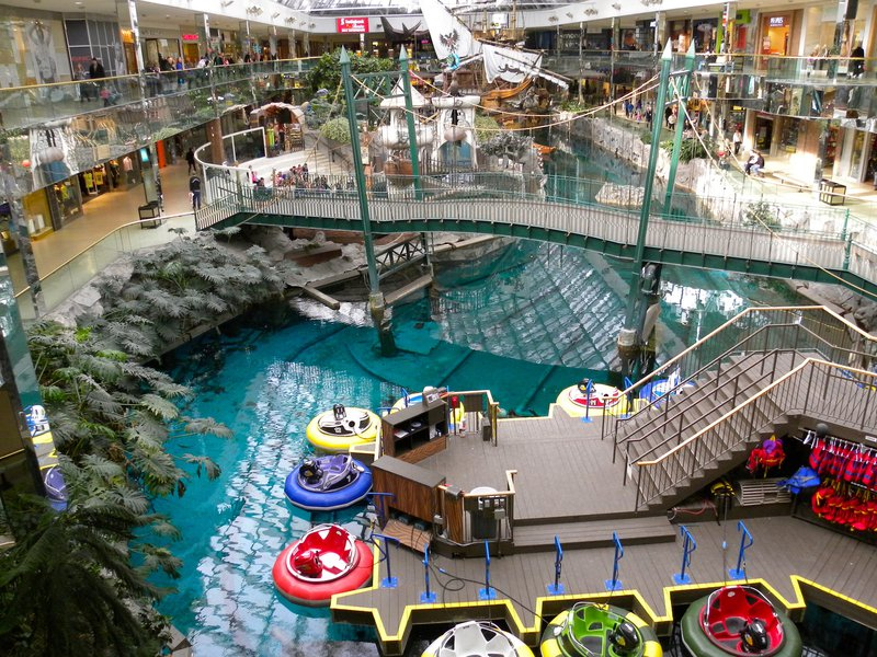 edmonton mall pool recreation tourist tourism downtown big.jpg