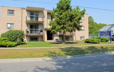 70 Orchard View Boulevard in Oshawa, ON