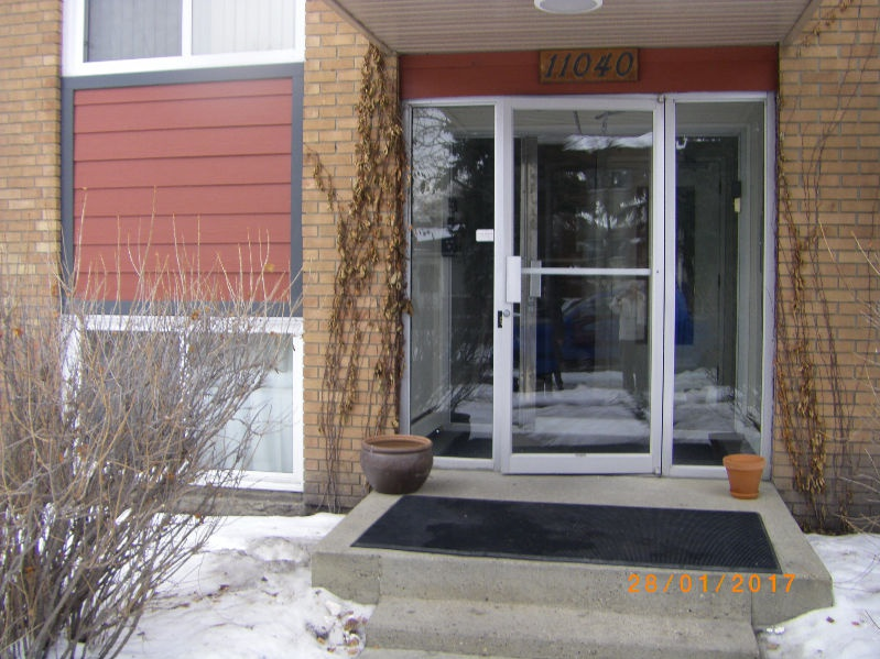 11040 129 St NW Rental
