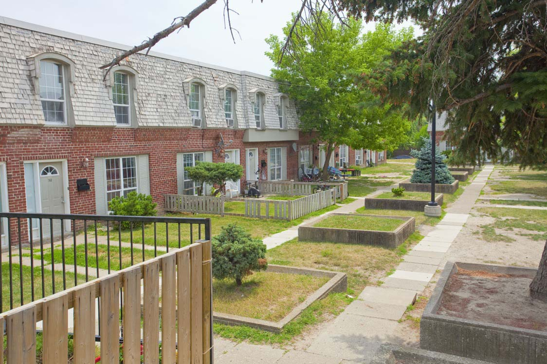 1560 Bloor Street East in Mississauga, ON