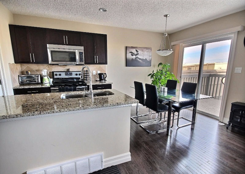 16034 10 Ave SW Rental