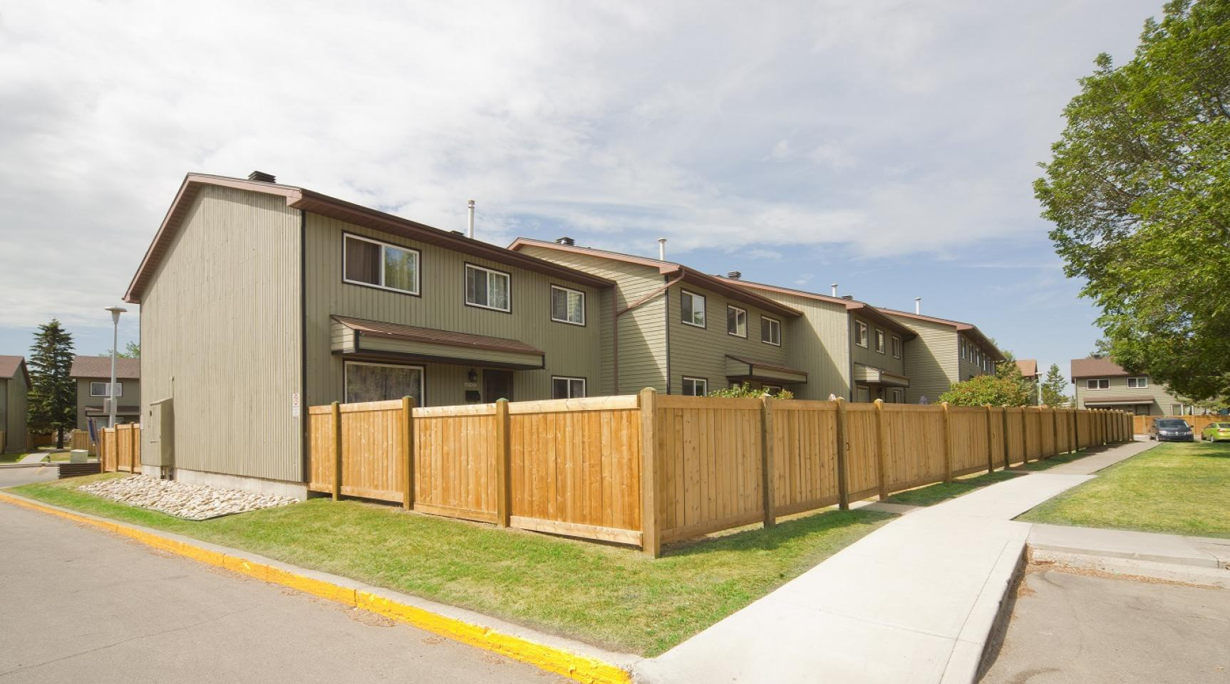 609 Cricket Crt NW in Edmonton, AB