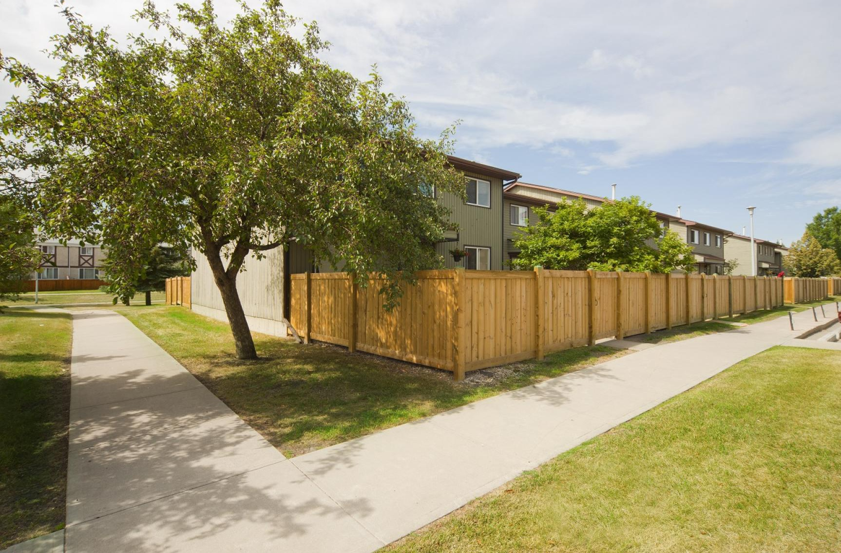 609 Cricket Crt NW in Edmonton, AB is Now Available