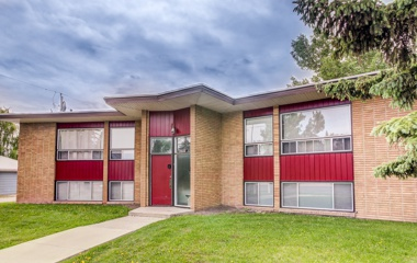 3532 Charleswood Dr NW in Calgary, AB