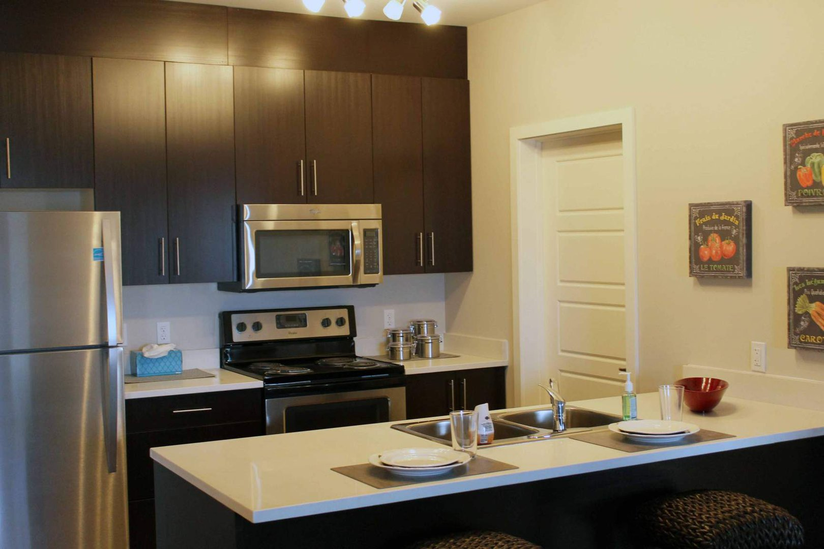 Mid-Rise-Apartment for rent at 6 Kingsview Road SE, Airdrie, AB.