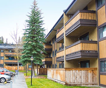 Apartment for rent at 550A Cougar St., Banff, AB. This is the outdoor building with lawn.
