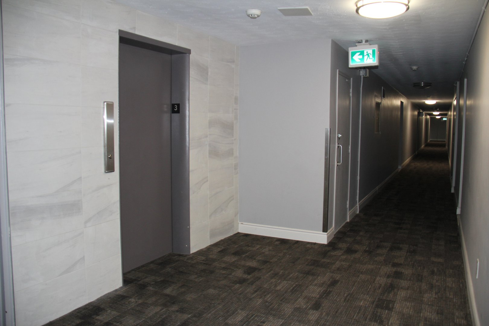 Apartment for rent at 141 Main St S, Brampton, ON. This is the corridor with carpet.