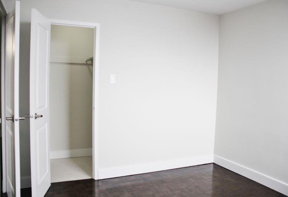 Apartment for rent at 141 Main St S, Brampton, ON. This is the empty room with carpet and hardwood floor.