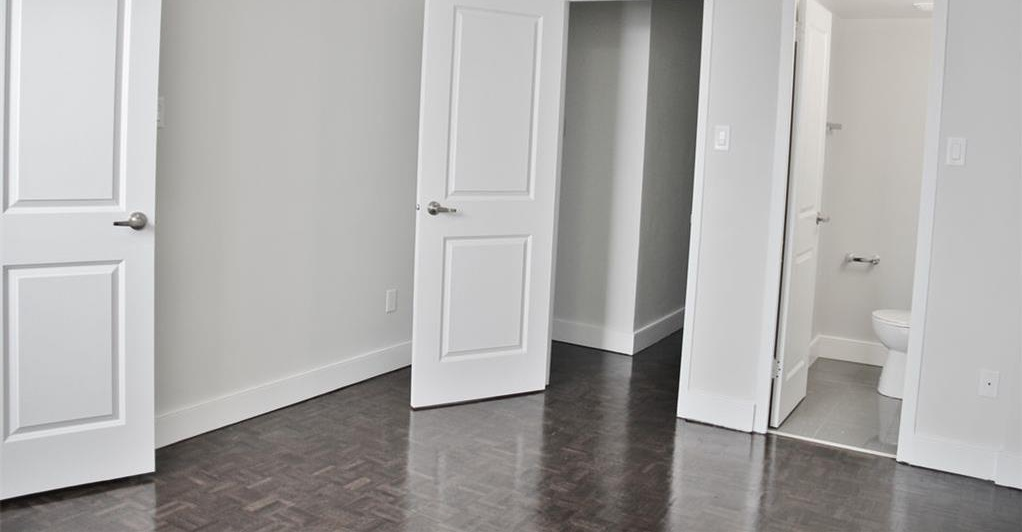 Apartment for rent at 141 Main St S, Brampton, ON. This is the empty room with tile floor.