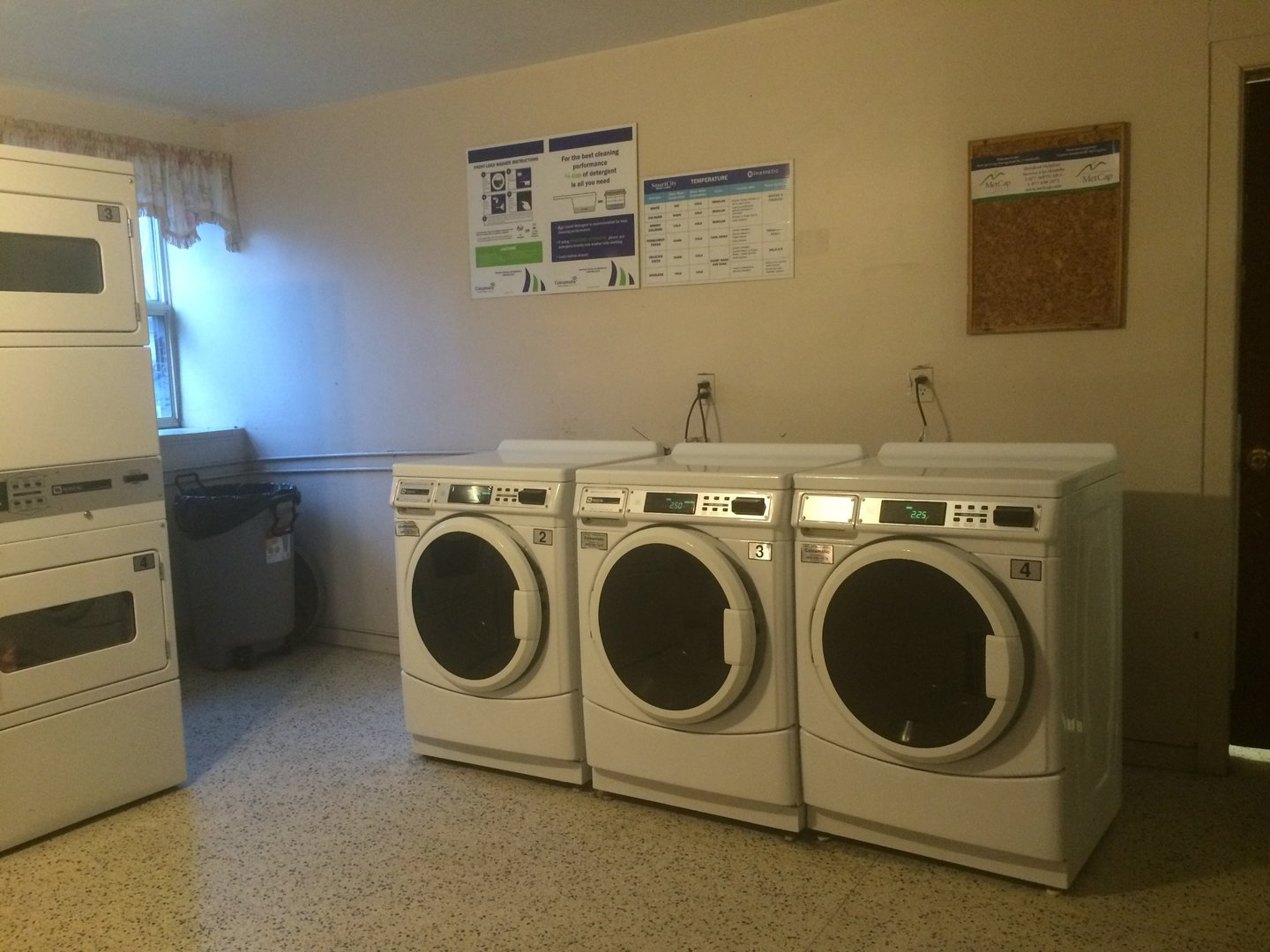 Apartment for rent at 141 Main St S, Brampton, ON. This is the laundry room with carpet and natural light.