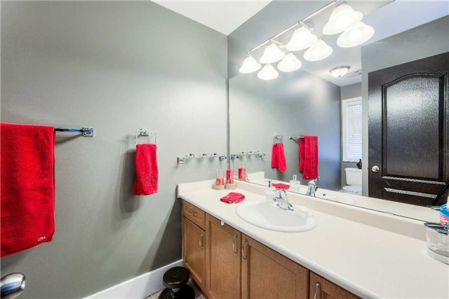 House for rent at 118 Earlsbridge Blvd, Brampton, ON. This is the bathroom.