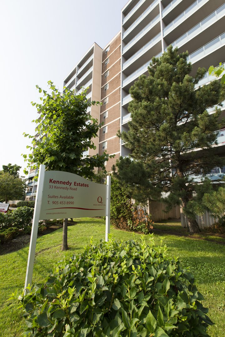 Apartment for rent at 33 Kennedy Rd S, Brampton, ON. This is the outdoor building with lawn.