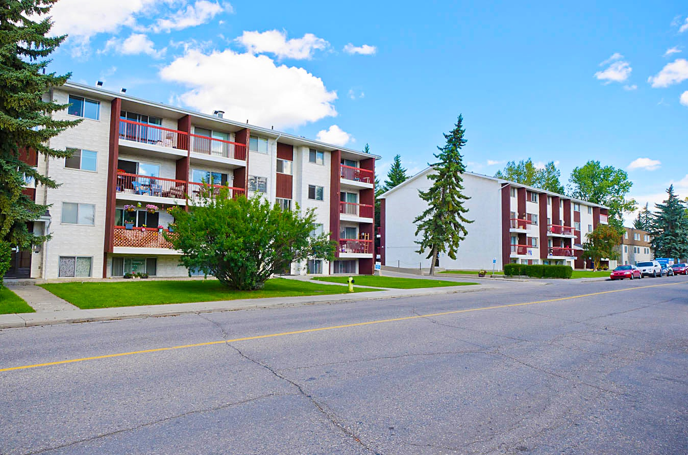 Low-Rise Apartment for rent at H 5320 Lakeview Dr. SW, Calgary, AB. Lakeview Apartments