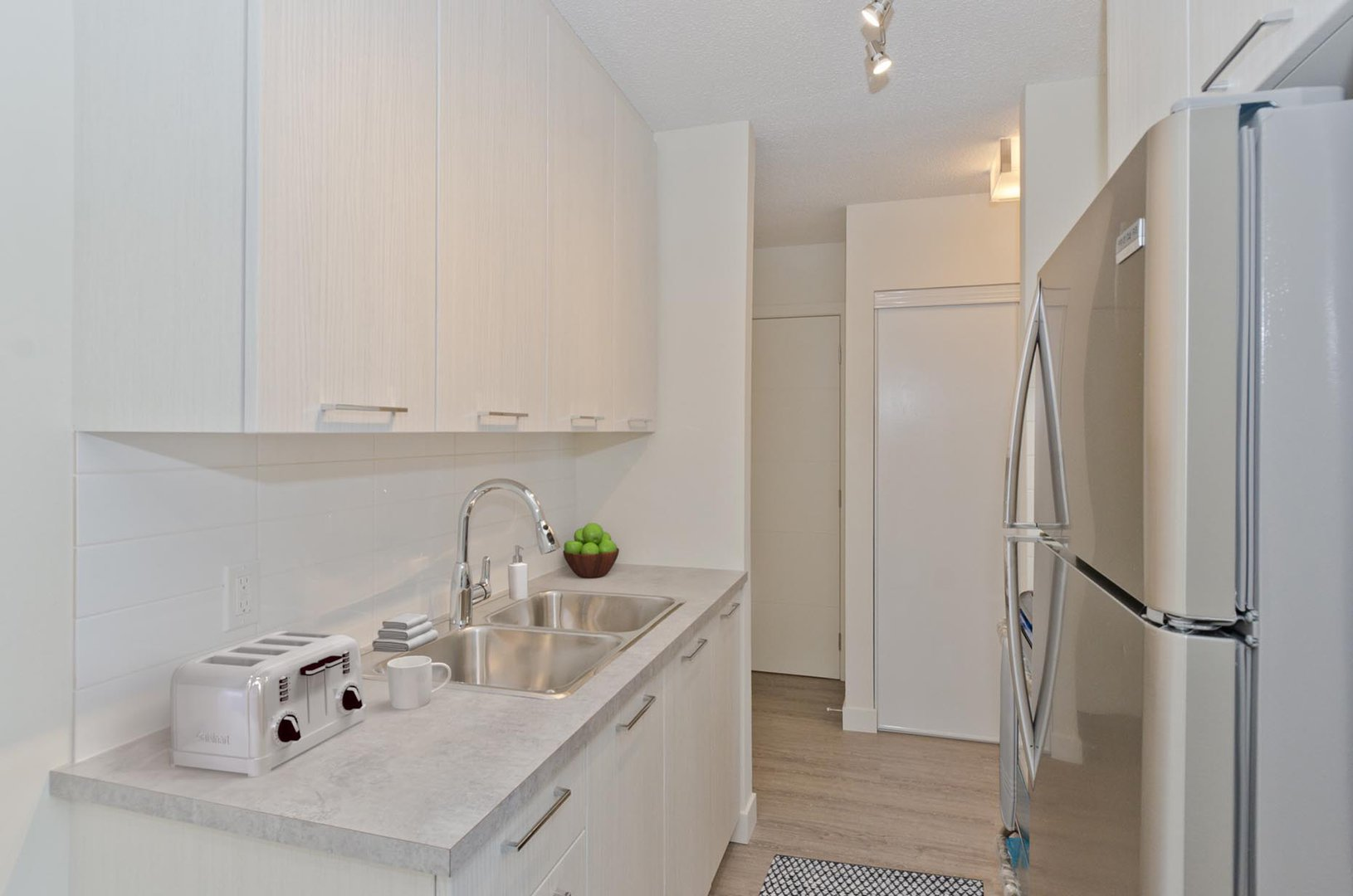 Low-Rise Apartment for rent at 10 Glenway Pl SW, Calgary, AB.