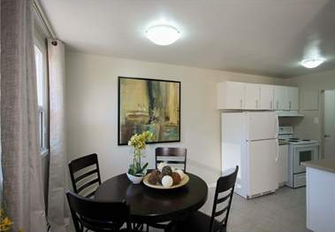 Low-Rise-Apartment for rent at 204 Hespeler Road, Cambridge, ON. This is the dining area.