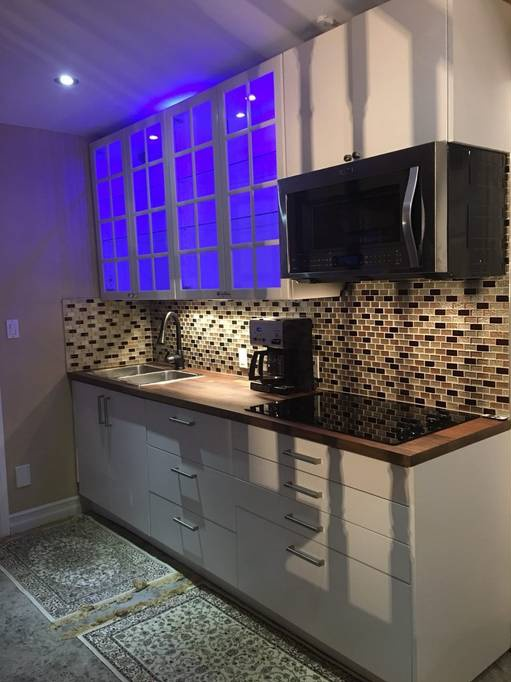 Basement for rent at 20560 Yonge St | Unit: Lower, East Gwillimbury, ON. This is the kitchen with tile floor.