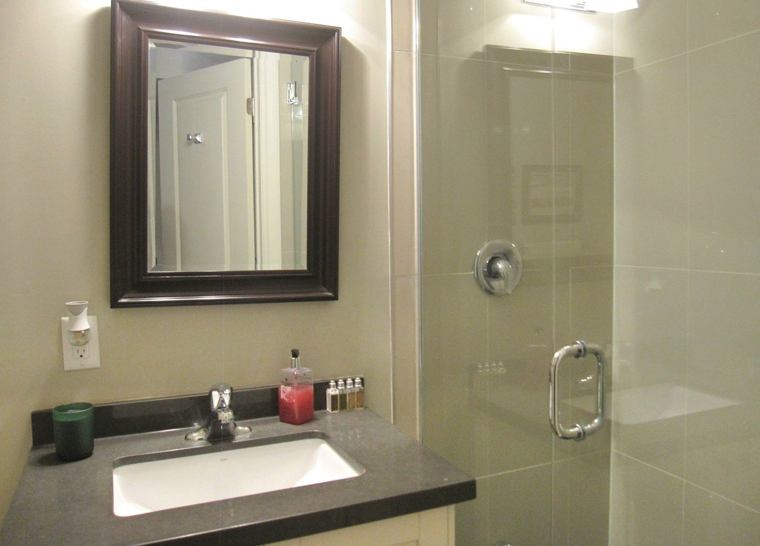 House for rent at 18 Algoma St, Etobicoke, ON. This is the bathroom.