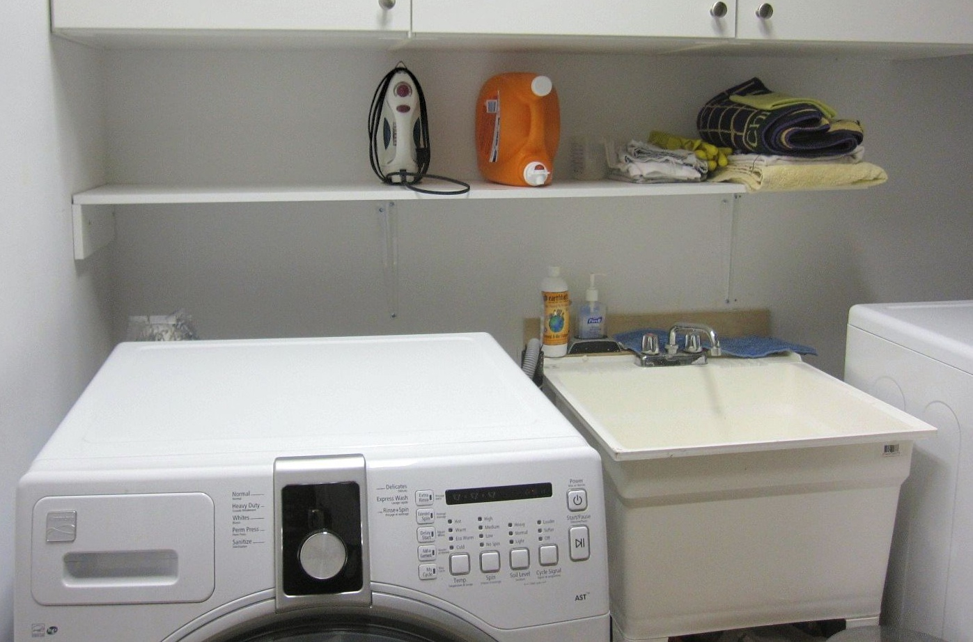 House for rent at 18 Algoma St, Etobicoke, ON. This is the laundry room with tile floor.