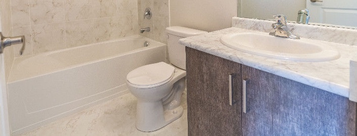 House for rent at 1040 Islington Ave, Etobicoke, ON. This is the bathroom.
