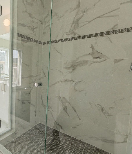 House for rent at 1040 Islington Ave, Etobicoke, ON. This is the bathroom with natural light.