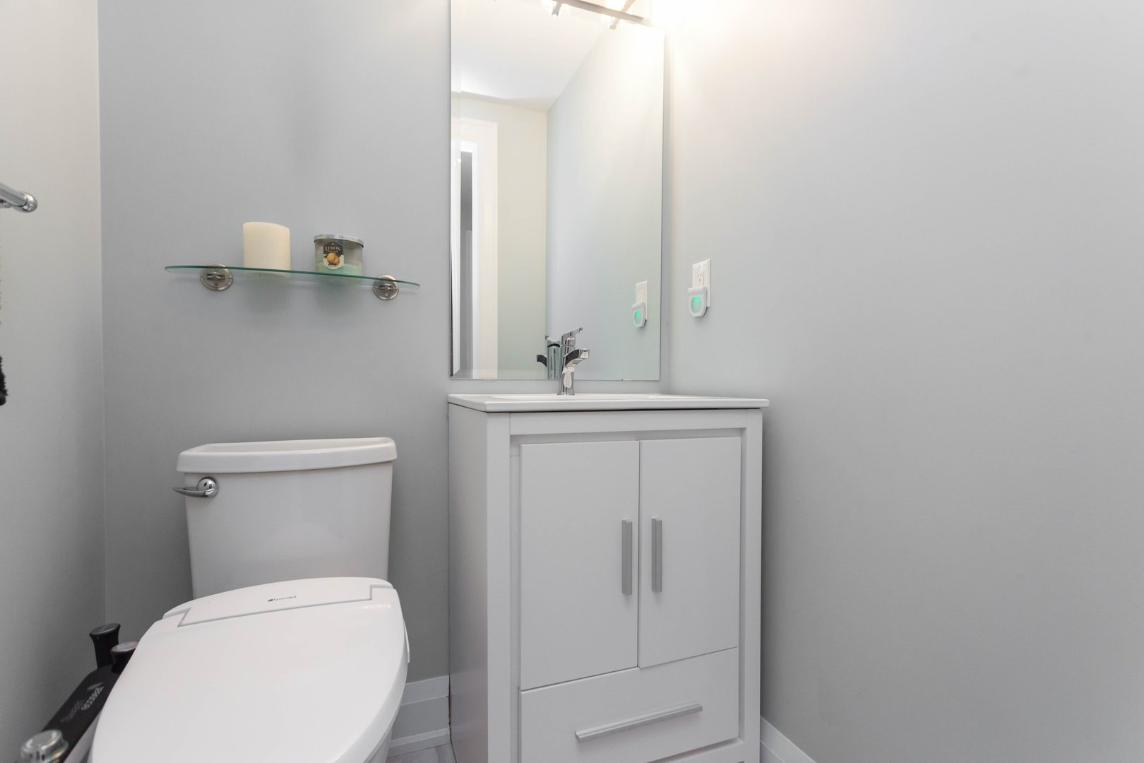 House for rent at 84 Laurel Avenue, Etobicoke, ON. This is the bathroom.