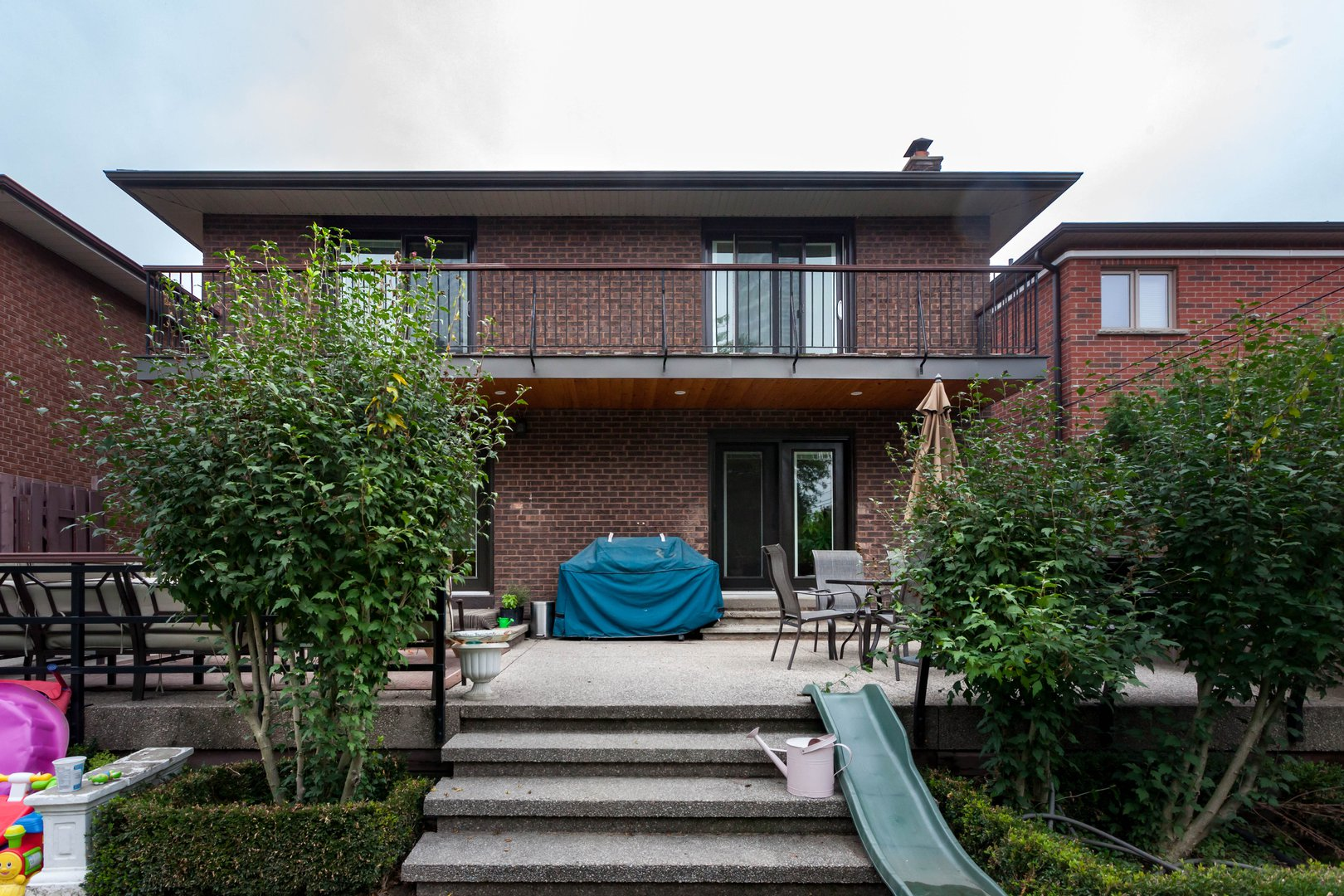 House for rent at 84 Laurel Avenue, Etobicoke, ON in oriental style. This is the front of the house with deck.