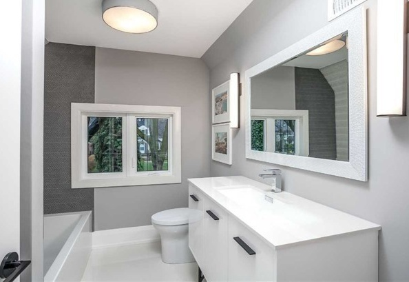 House for rent at 25 Burnhamthorpe Park Blvd, Etobicoke, ON. This is the bathroom with natural light and tile floor.
