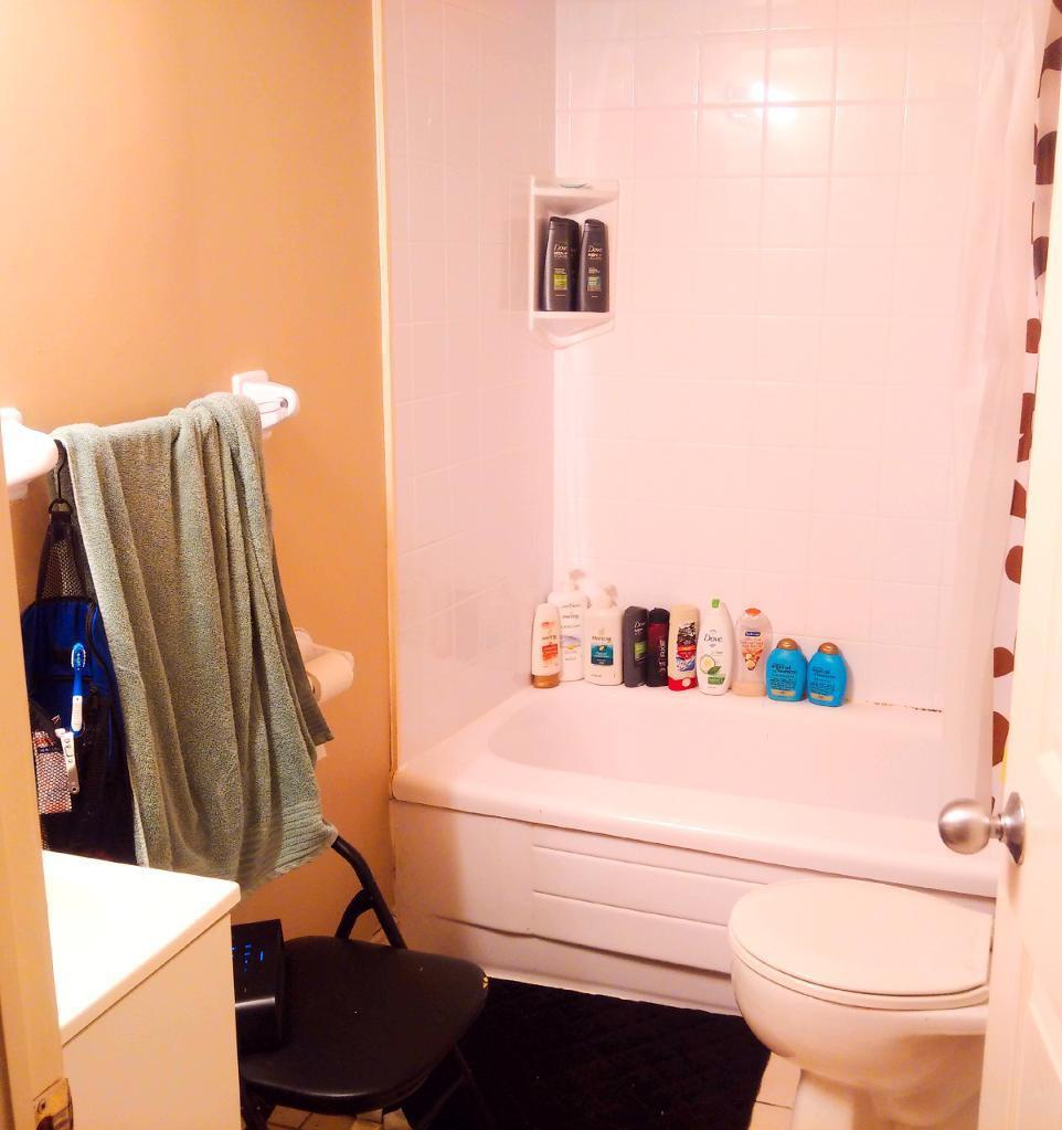 Apartment for rent at 1261 Henry St, Halifax, NS. This is the bathroom with tile floor.