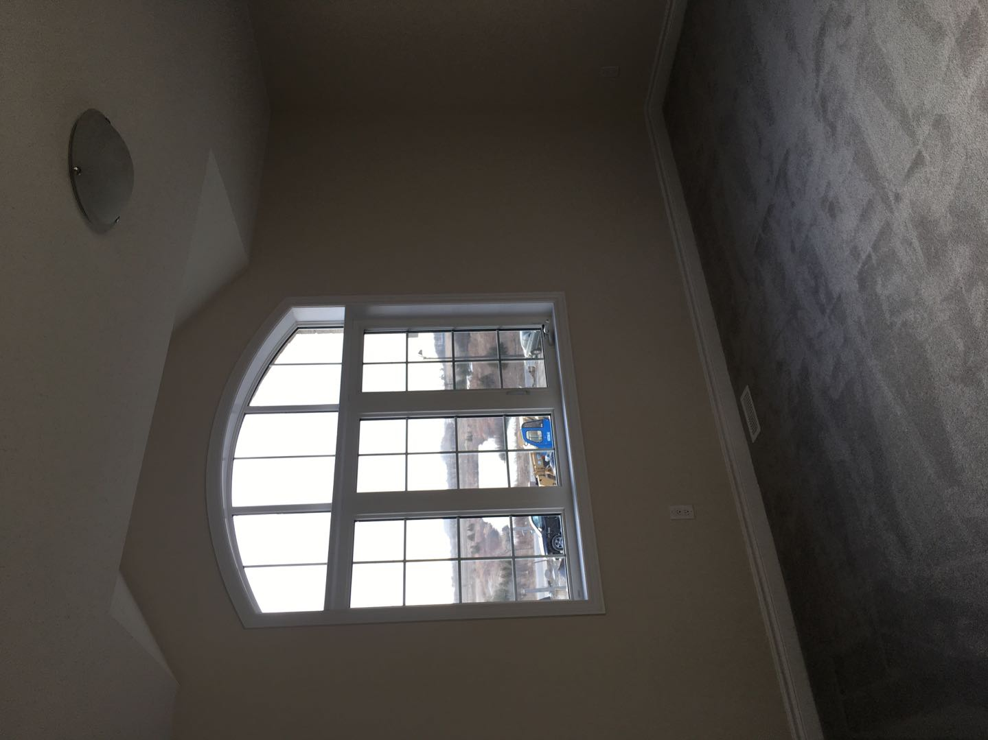 House for rent at 92 Morningside Dr, Halton Hills, ON. This is the details with high ceiling, vaulted ceiling and natural light.