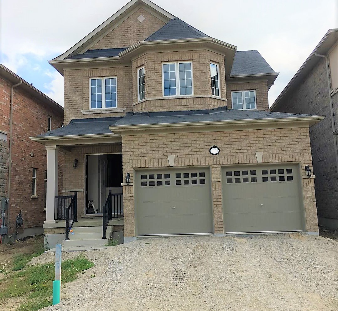 House for rent at 92 Morningside Dr, Halton Hills, ON in craftsman style. This is the front of the house with lawn.