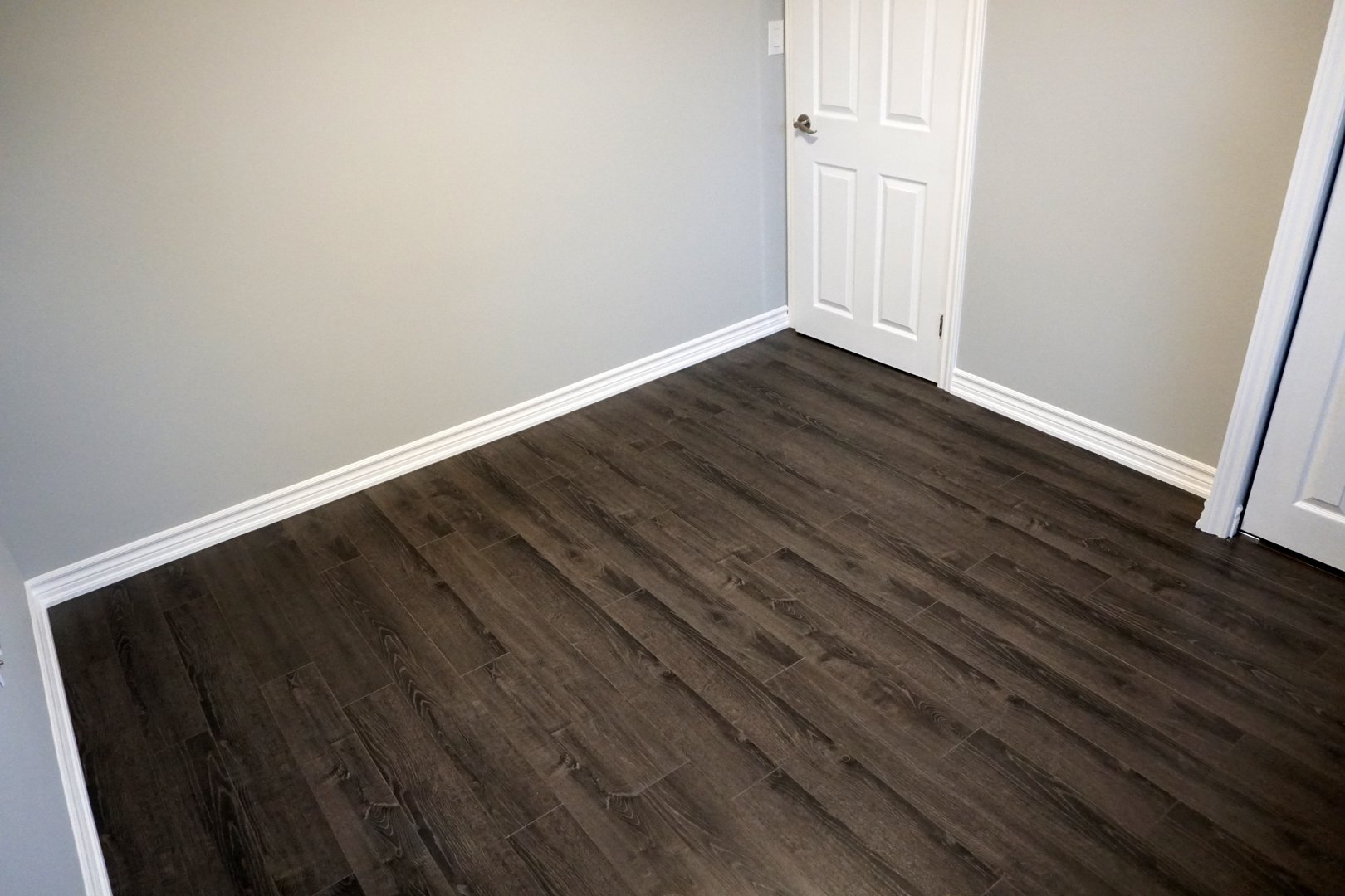 Apartment for rent at 89 David Ave, Hamilton, ON. This is the empty room with hardwood floor.