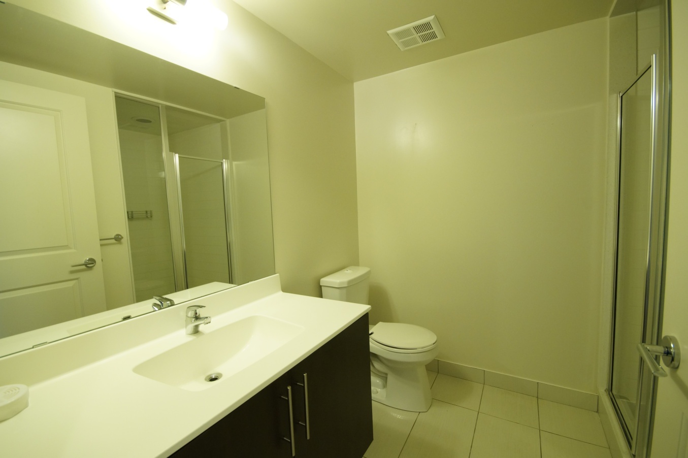 Condo for rent at 8130 Birchmount Rd, Markham, ON. This is the bathroom with tile floor.