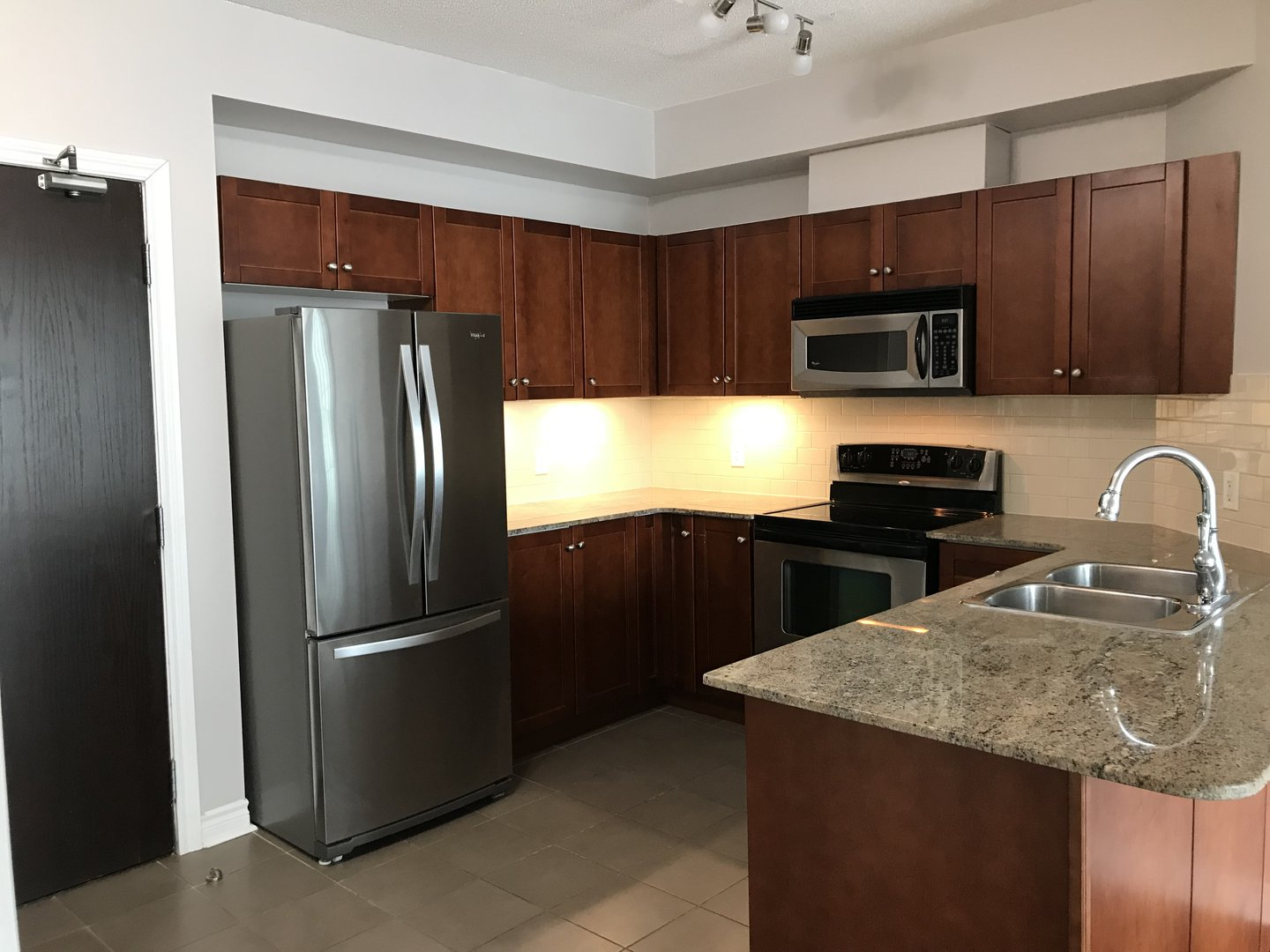 Apartment for rent at 3504 Hurontario St, Mississauga, ON.