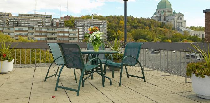 Mid-Rise-Apartment for rent at 3355, chemin Queen Mary, Montréal, QC. This is the patio terrace.