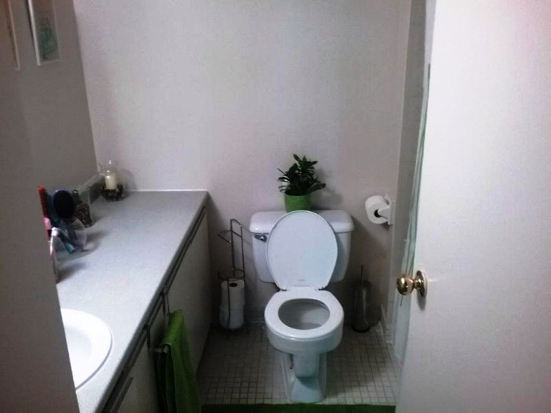 Apartment for rent at 10500, Acadie, Montréal, QC. This is the bathroom.