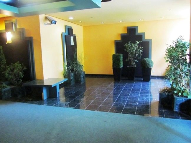 Apartment for rent at 10500, Acadie, Montréal, QC. This is the empty room with tile floor and carpet.