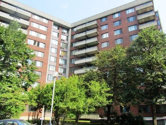 Apartment for rent at 10500, Acadie, Montréal, QC. This is the outdoor building.