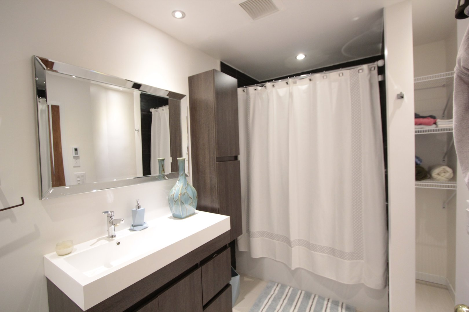 Apartment for rent at 4649 Avenue Clanranald, Montréal, QC. This is the bathroom.