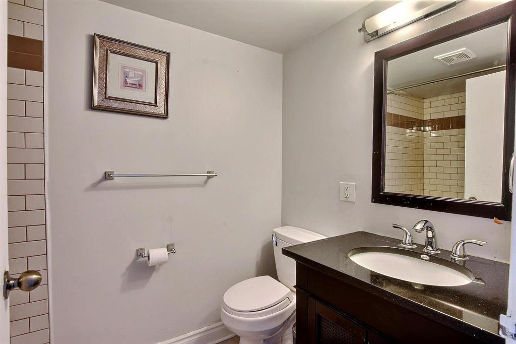Apartment for rent at 1500 Rue Todd Apt. 102, Montréal, QC. This is the bathroom with tile floor.