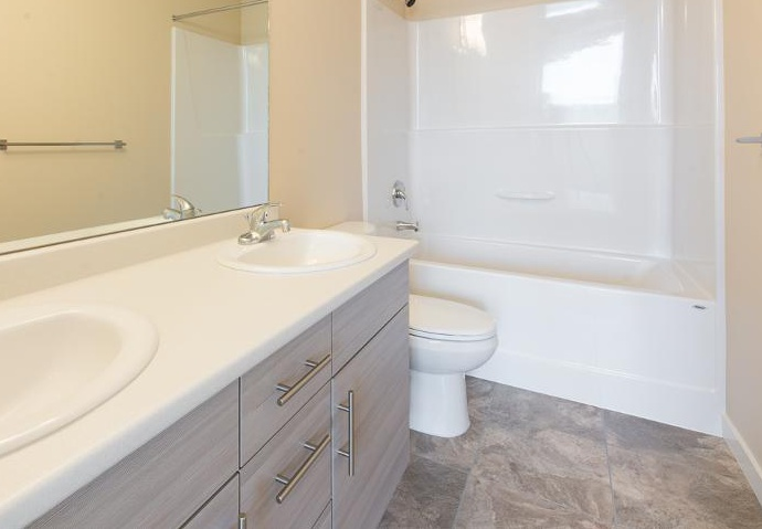 Bachelor for rent at 1820 Summerhill Place, Nanaimo, BC. This is the bathroom with tile floor.