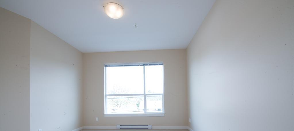 Bachelor for rent at 1820 Summerhill Place, Nanaimo, BC. This is the empty room with natural light.