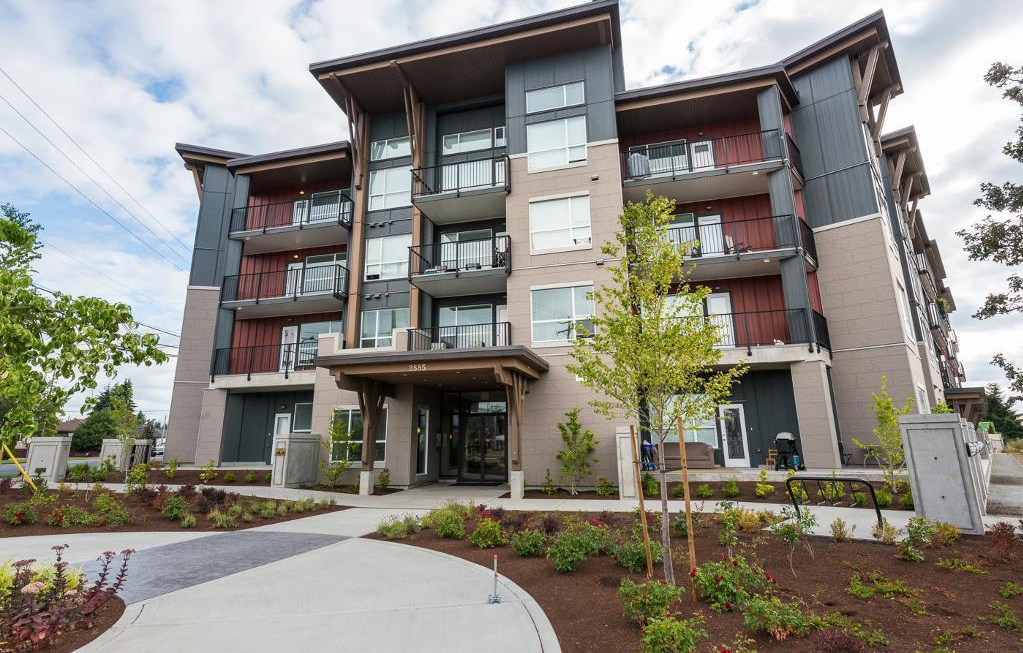 Bachelor for rent at 1820 Summerhill Place, Nanaimo, BC. This is the outdoor building.