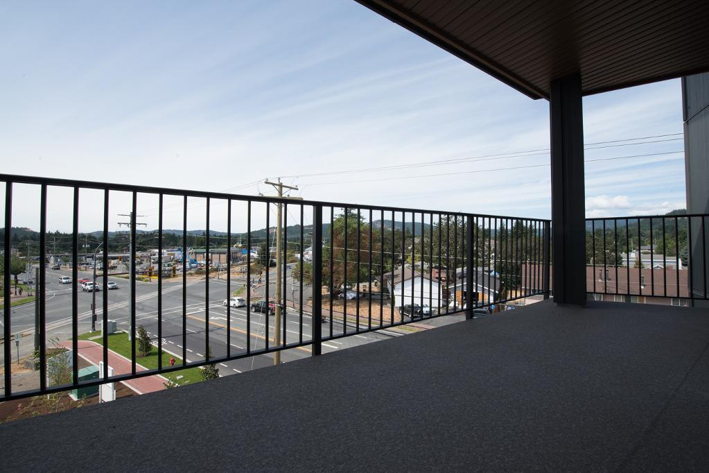 Bachelor for rent at 1820 Summerhill Place, Nanaimo, BC. This is the patio terrace.