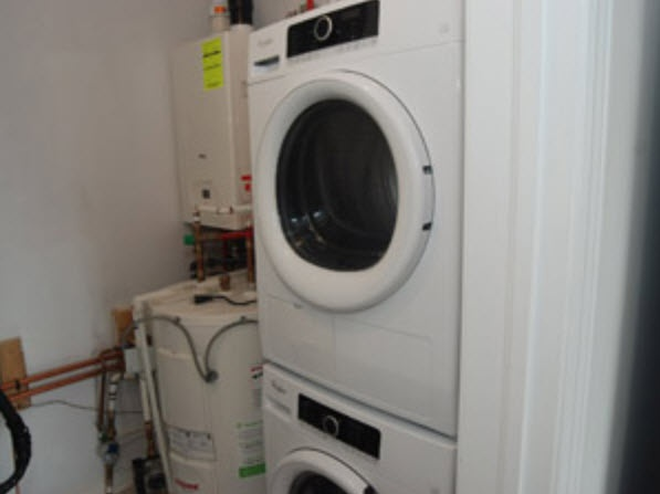 House for rent at 1710 Rex Heath Drive, Pickering, ON. This is the laundry room.