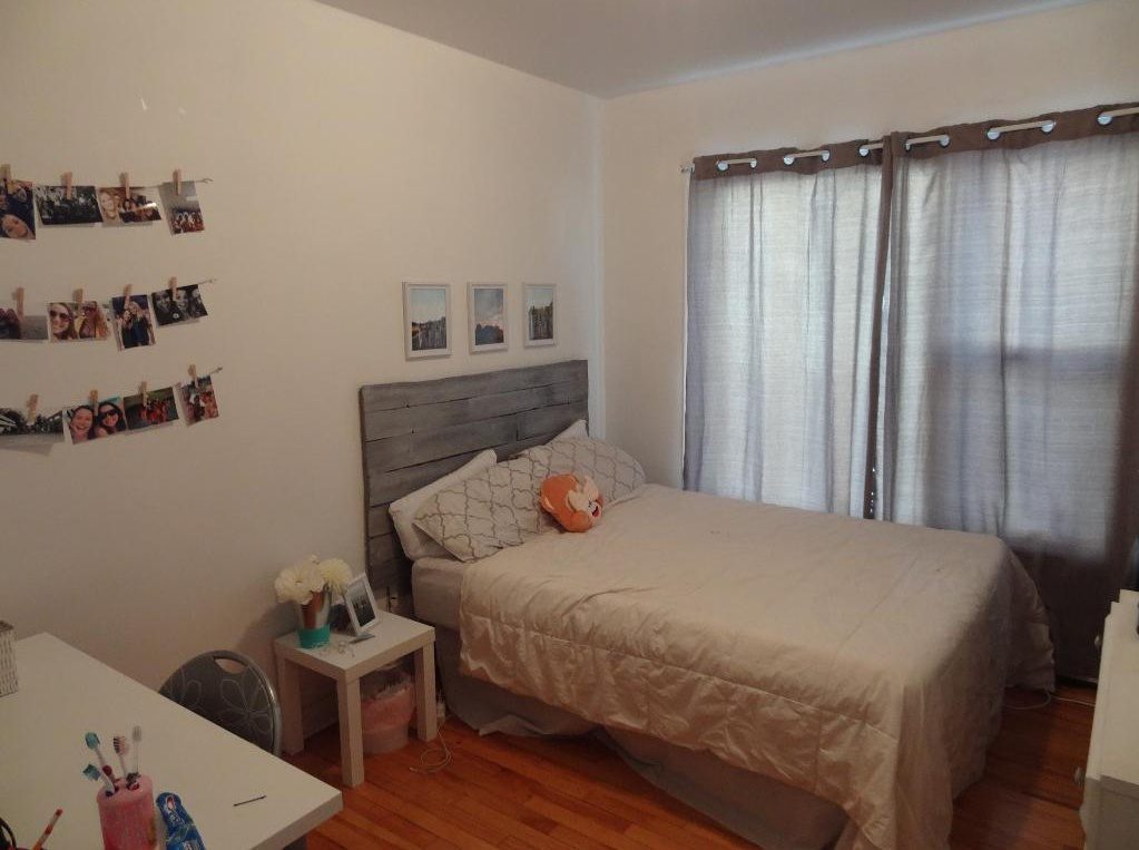 Apartment for rent at 780,787 rue, Québec City, QC. This is the bedroom with hardwood floor.