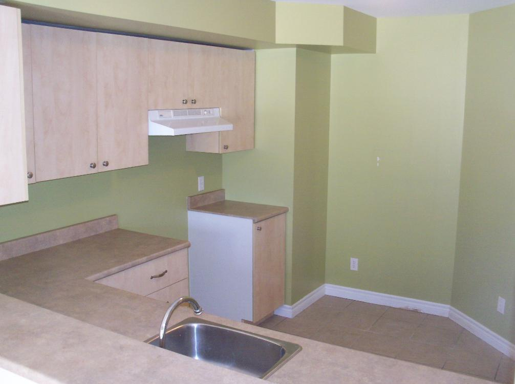 Apartment for rent at 1105-1126 boul., Québec City, QC. This is the kitchen.