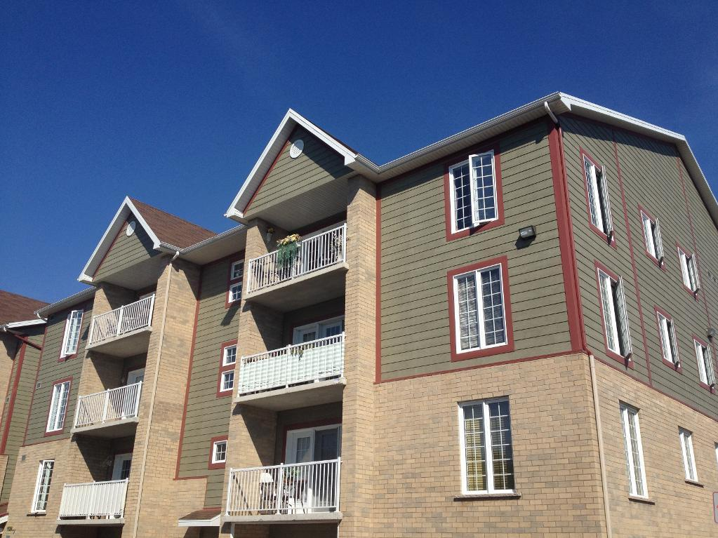 Apartment for rent at 1105-1126 boul., Québec City, QC. This is the outdoor building.