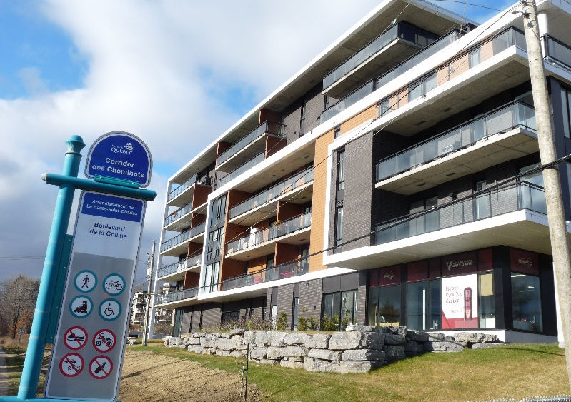 Apartment for rent at 11445 Boulevard de la Colline, Québec City, QC. This is the outdoor building with lawn.