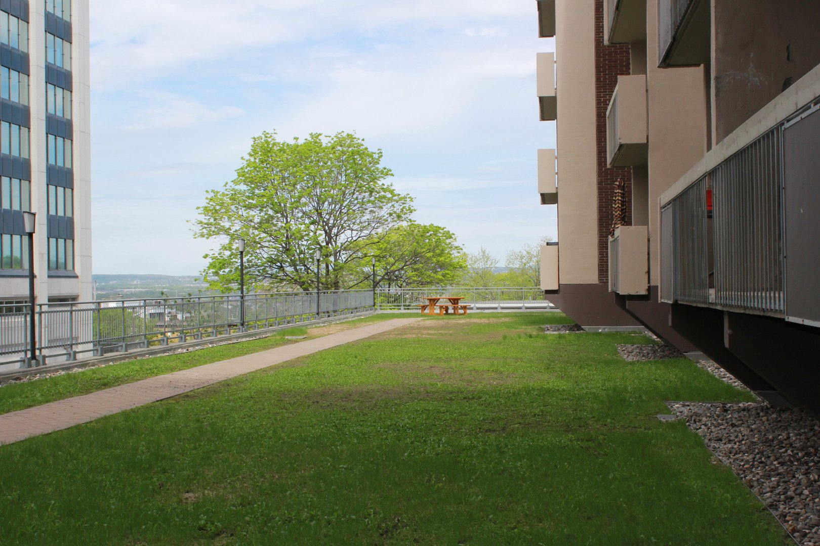 High-Rise Apartment for rent at 350 Chemin Sainte-Foy, bureau 1803, Québec City, QC. This is the backyard with lawn.